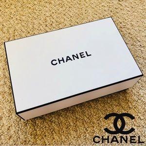 LIKE NEW - Chanel - Medium Sized Gift Box
